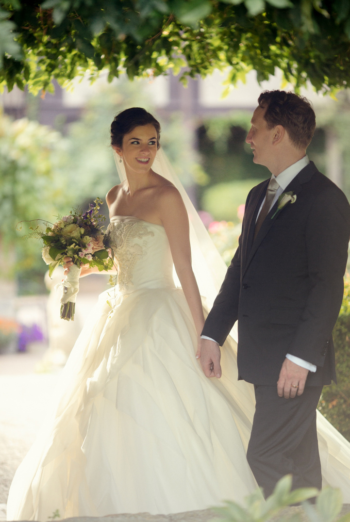 celebrity-wedding 001 (Sides 1-2)